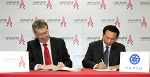 Professor Yonglong Lu, CAS, and the Vice-Chancellor sign the Memorandum
